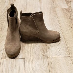 NEW-Blondo Wedge Booties